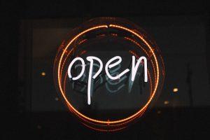 שלטים מוארים לעסקים קטנים