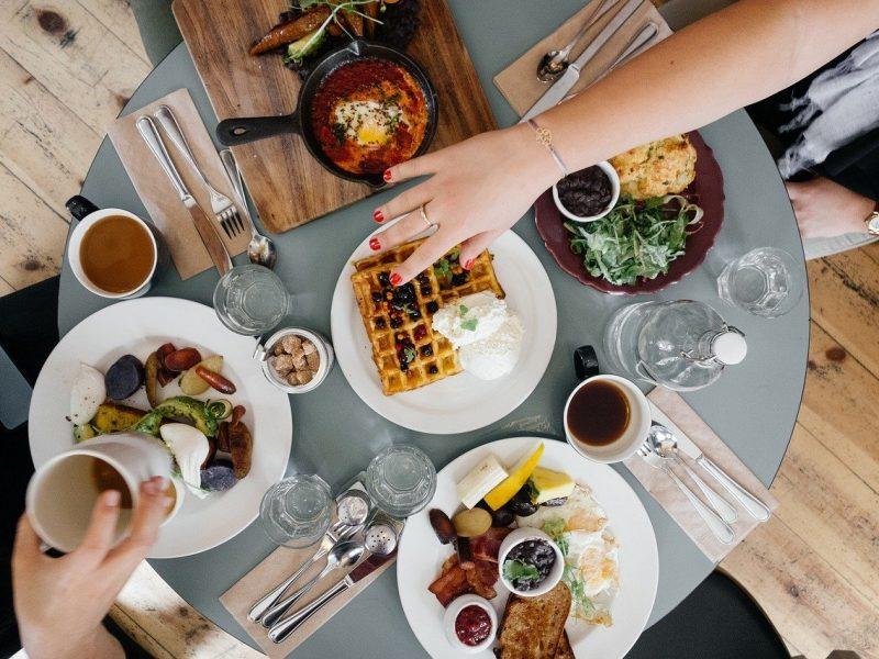 שוברים לארוחת בוקר