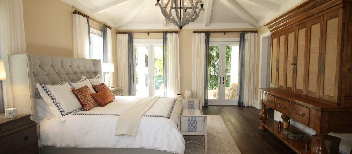 bed-bedroom-ceiling-chandelier-262048